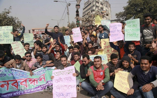 Students of seven colleges affiliated with the University of Dhaka blocked streets for three hours on Thursday to press for the announcement of exam results.