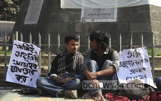 Dhaka University students protest authorities' move to start a police case against students for vandalising the proctor's offices at a sit-in protest in front of the Raju memorial on the campus on Friday. Photo: Abdullah Al Momin