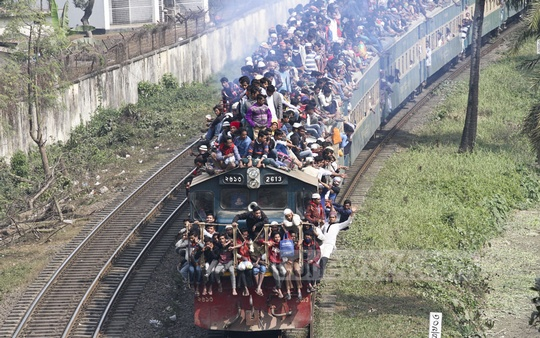 Many took to the roofs of the train on Sunday in their haste to depart the Biswa Ijtema venue after the Akheri Munajat on Sunday. Photo: dipu malakar