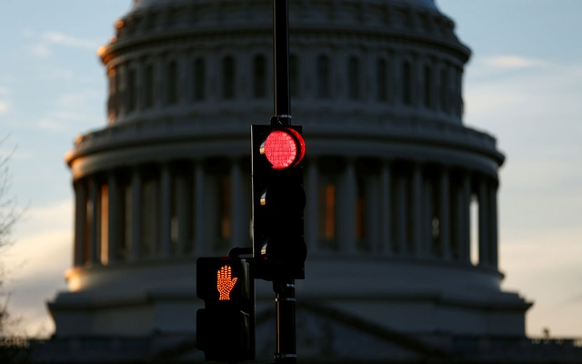 A traffic light shines red after President Donald Trump and the US Congress failed to reach a deal on funding for federal agencies in Washington, US, Jan 20, 2018. Reuters