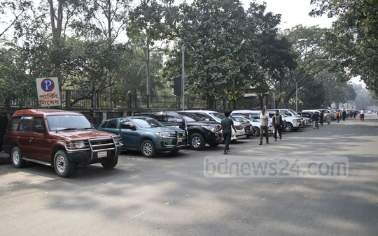 Cars are parked illegally on Abdul Gani Road in front of the Secretariat in Dhaka on Monday. Photo: Abdullah Al Momin