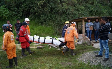 Rescue personnel carry a body at site of a landslide in Narino, Colombia, Jan 21, 2018, in this picture obtained from social media. Pulo Social via Reuters