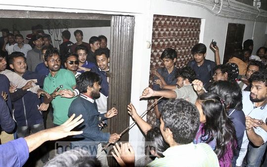 BCL activists carrying iron rods beat up a group of students who besieged Dhaka University Vice-Chancellor Prof Akhtaruzzaman on Tuesday. The protesters demand punishment of BCL activists for a previous assault. Photo: dipu Malakar