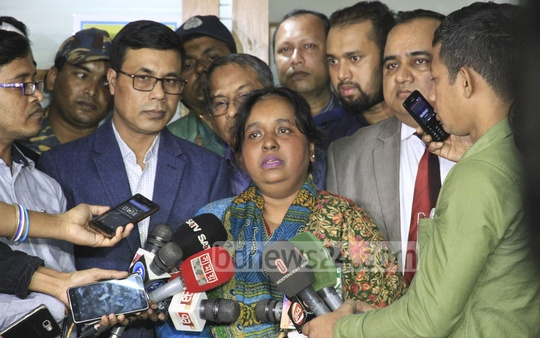 Mayor Selina Hayat Ivy speaks to the media at the Labaid Hospital in Dhaka before returning to Narayanganj after treatment on Tuesday. She was admitted to the hospital after she came under attack during a hawker eviction programme at the Chashara area of the city. Photo: abdullah al momin