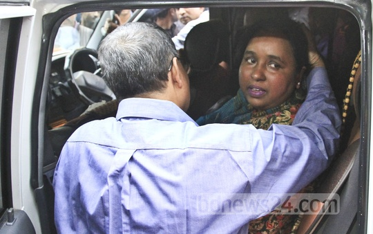 Mayor Selina Hayat Ivy gets into a car as she leaves Dhaka's Labaid Hospital for Narayanganj after four days of treatment on Tuesday. She was admitted to the hospital after she came under attack during a hawker eviction programme at the Chashara area of the city. Photo: abdullah al momin