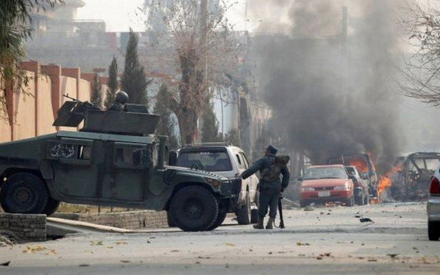 Afghan police officers arrive at the site of a blast and gun fire in Jalalabad Afghanistan Jan 24 2018. Reuters