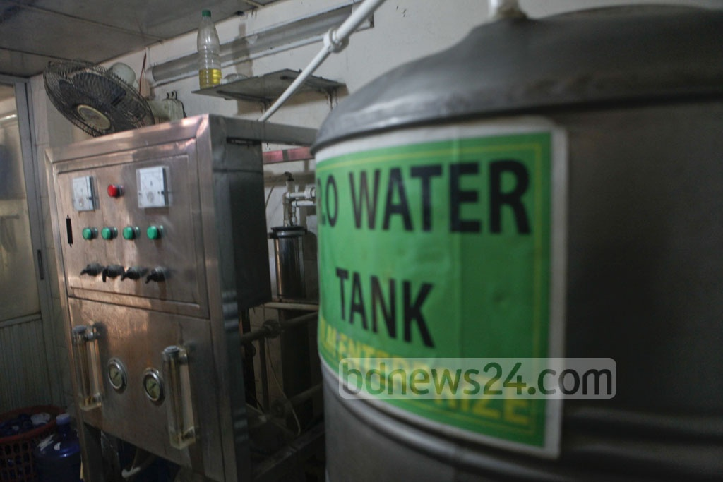 RAB raided facilities which supply 'filtered' waters households, shops and offices at Dhaka's Mirpur on Sunday. Ninety-seven percent of these so-called filtered water jars contain pathogens from faeces of humans and animals, according to data disclosed in a recent government report.