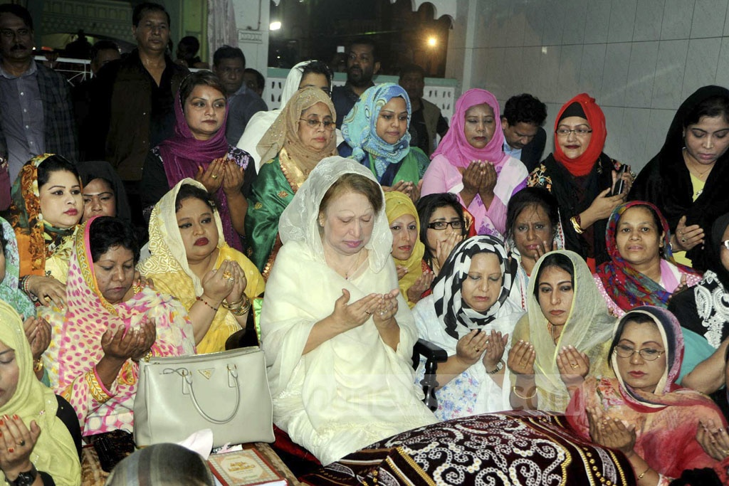BNP Chairperson Khaleda Zia offers prayers at the shrine of saint Hazrat Shahjalal in Sylhet on Monday. Photo: Babul Talukder