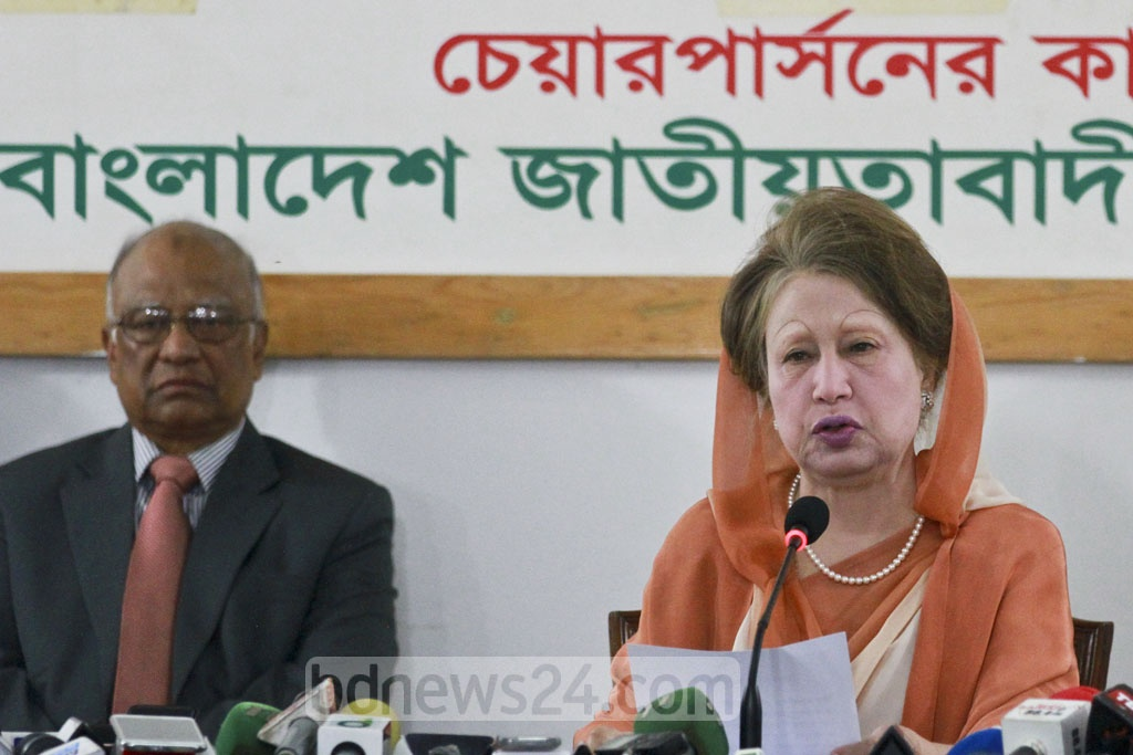 BNP Chairperson Khaled Zia addressing a press conference at her Gulshan office on Wednesday, the day before the verdict of a graft case against her. Photo: asif mahmud ove