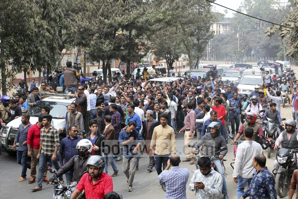 BNP activists and leaders join the procession as their party chief heads for special tribunal in Bakhshibazar for the verdict of Zia Orphanage Trust graft case ‎on Thursday. Photo: asif mahmud ove