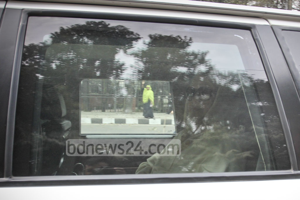 BNP chairperson Khaleda Zia leaves Gulshan home on Thursday morning to face the verdict of the Zia Orphanage Trust graft case at the special tribunal at Bakshibazar in the capital. Photo: asif mahmud ove