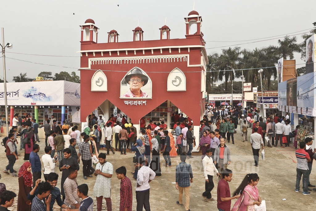 Booklovers flock to the Amar Ekushey Book Fair in Dhaka's Suhrawardy Udyan on Friday. Photo: Abdullah Al Momin