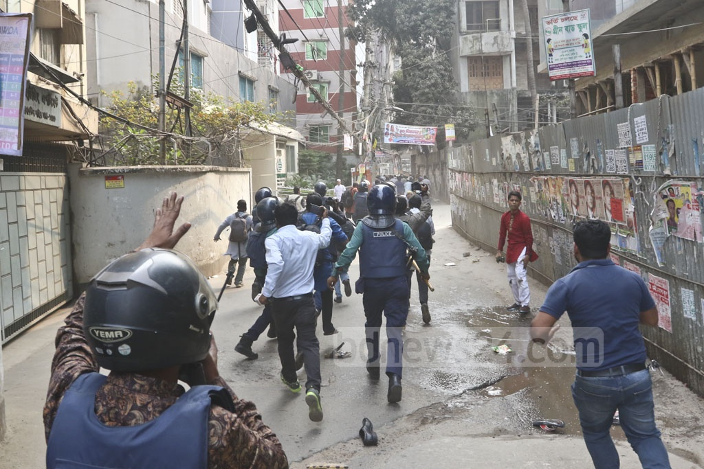 Police enter a byway near the BNP office at Naya Paltan on Friday to disperse the agitators who held a rally in front of the party office to protest the jailing of their party chief Khaleda Zia for five years in Zia Orphanage Trust graft case. Photo: Abdullah Al Momin