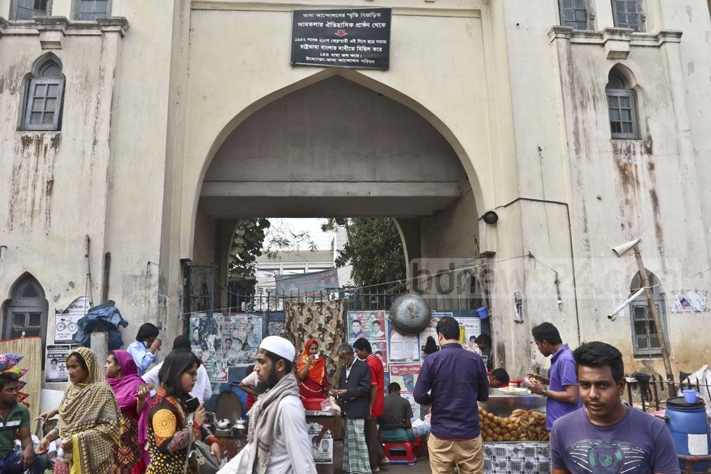 Roadside stalls block the historic gate where the Language Movement began its march on Feb 21, 1952. Photo: Abdullah Al Momin