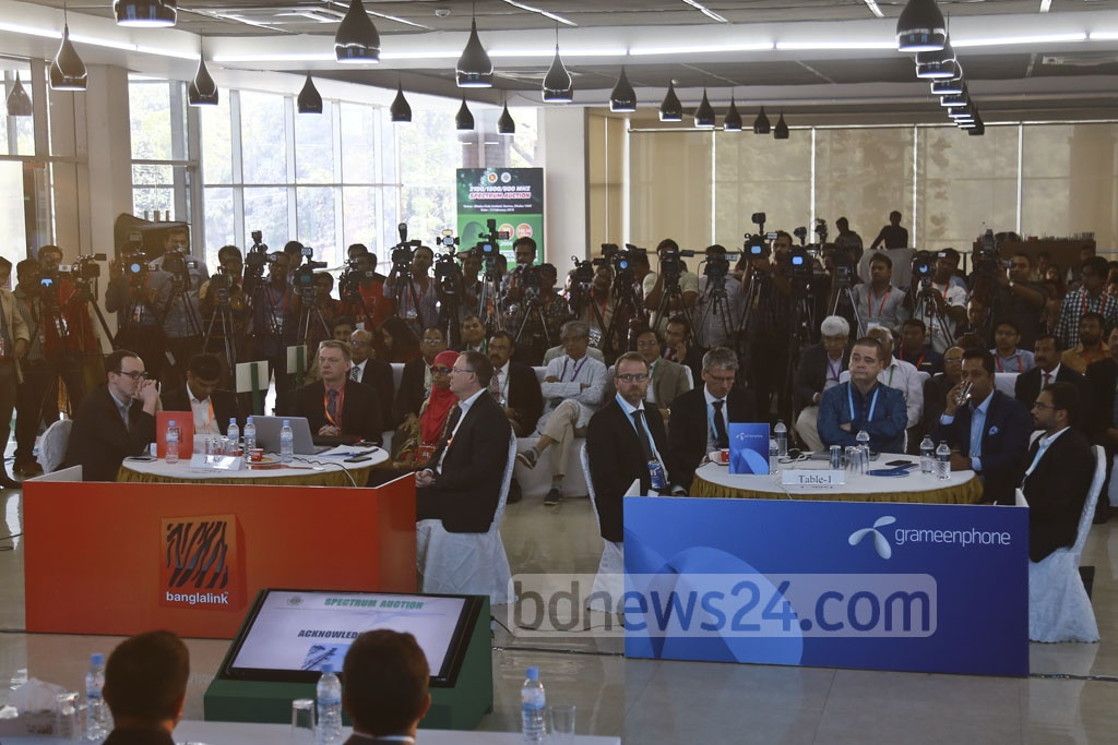 CEOs of mobile operators Grameenphone and Banglalink take part in the 4G frequency auction organised by the Bangladesh Telecommunication Regulatory Commission or BTRC at the Dhaka Club on Tuesday. Photo: Mahmud Zaman Ovi