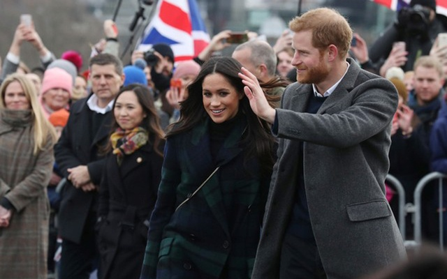 Meghan Markle and Britain's Prince Harry, meet members of the public during a walkabout on the esplanade at Edinburgh Castle, Britain, February 13, 2018. Reuters