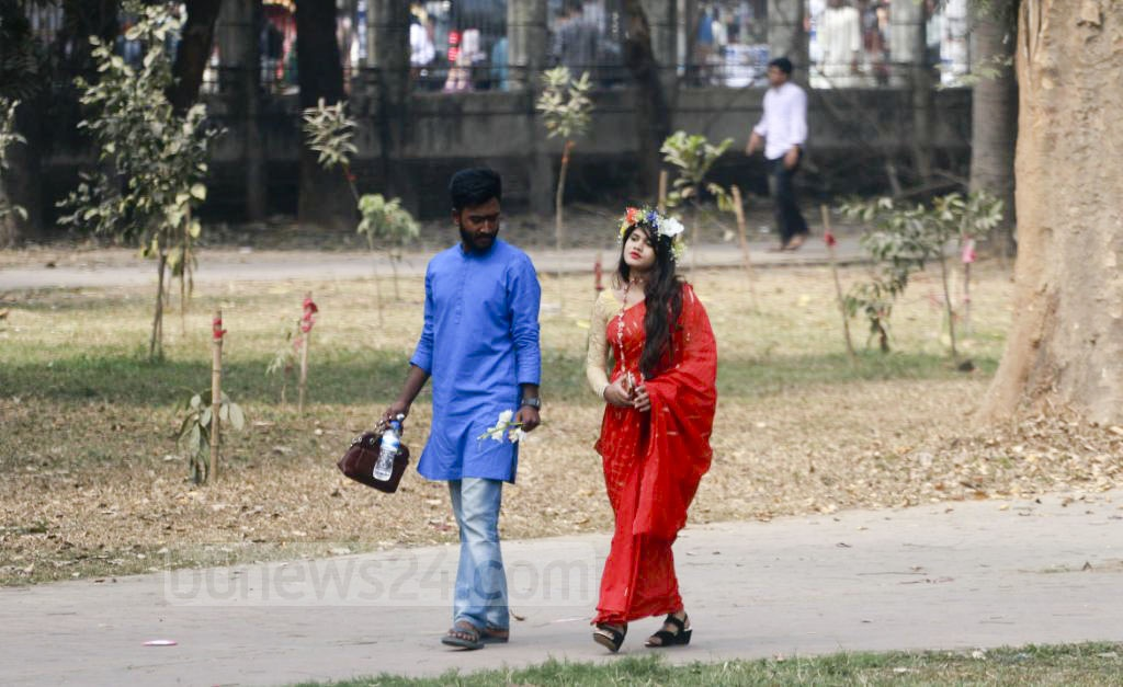 Young men and women were seen all day with their loved ones strolling around Suhrawardy Udyan and the Dhaka University campus on Wednesday, when people around the world celebrate Valentine's Day. Photo: Abdullah Al Momin