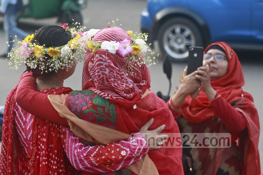 The Valentine's Day celebration included families spending the day together. Photo taken on Wednesday from the Dhaka University campus. Photo: Abdullah Al Momin
