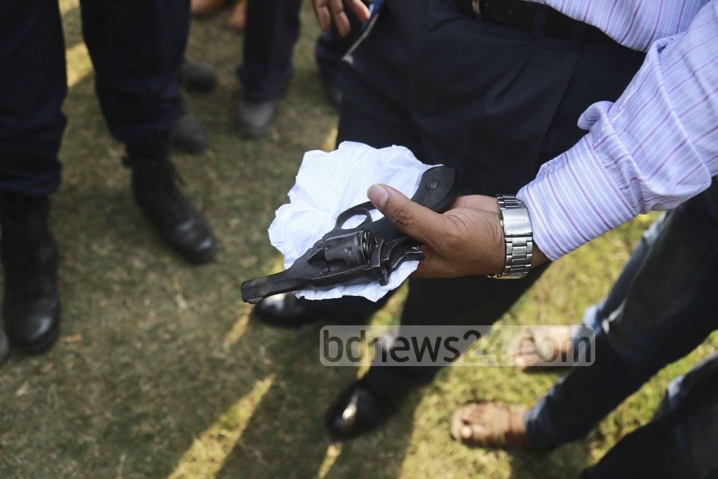 A police official shows the revolver recovered from Nurul Islam, 38, who was arrested in Dhaka's Hatirjheel on Saturday when he was fleeing after shooting a man in Badda. The locals caught and handed him to police after beating him up. Photo: Mahmud Zaman Ovi