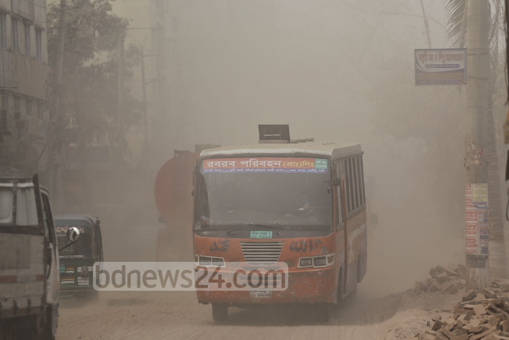The cloud of dust not only reduces visibility for commuters but it's a health hazard for the city dwellers. The picture is taken from Rampura-Banasree road on Monday. Photo: Mahmud Zaman Ovi