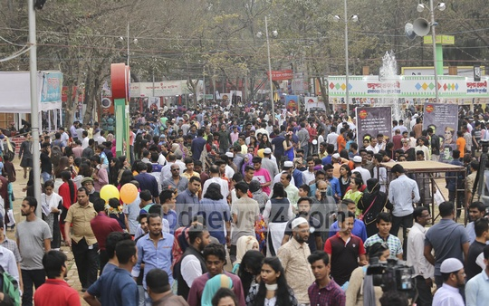 Book lovers flocked to the Amar Ekushey Book Fair on Martyrs' Day and International Mother Language Day on Wednesday after paying respects to the Language Movement martyrs. Photo: Mahmud Zaman Ovi