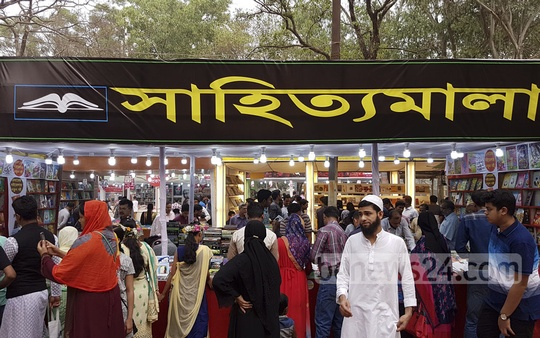 Book lovers crowd the stalls at Amar Ekushey Book Fair on Martyrs' Day and International Mother Language Day on Wednesday. Photo: Mahmud Zaman Ovi