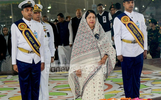 Speaker Shirin Sharmin Choudhury stands in solemn silence after placing a wreath at the Central Shaheed Minar in Dhaka in the first hour of International Mother Language Day on Feb 21.