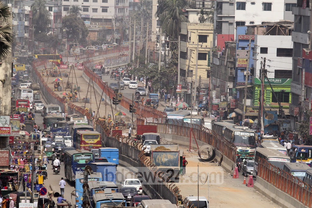 Traffic in Mirpur has worsened as metro rail construction in the area takes up part of the road. Photo: asif mahmud ove