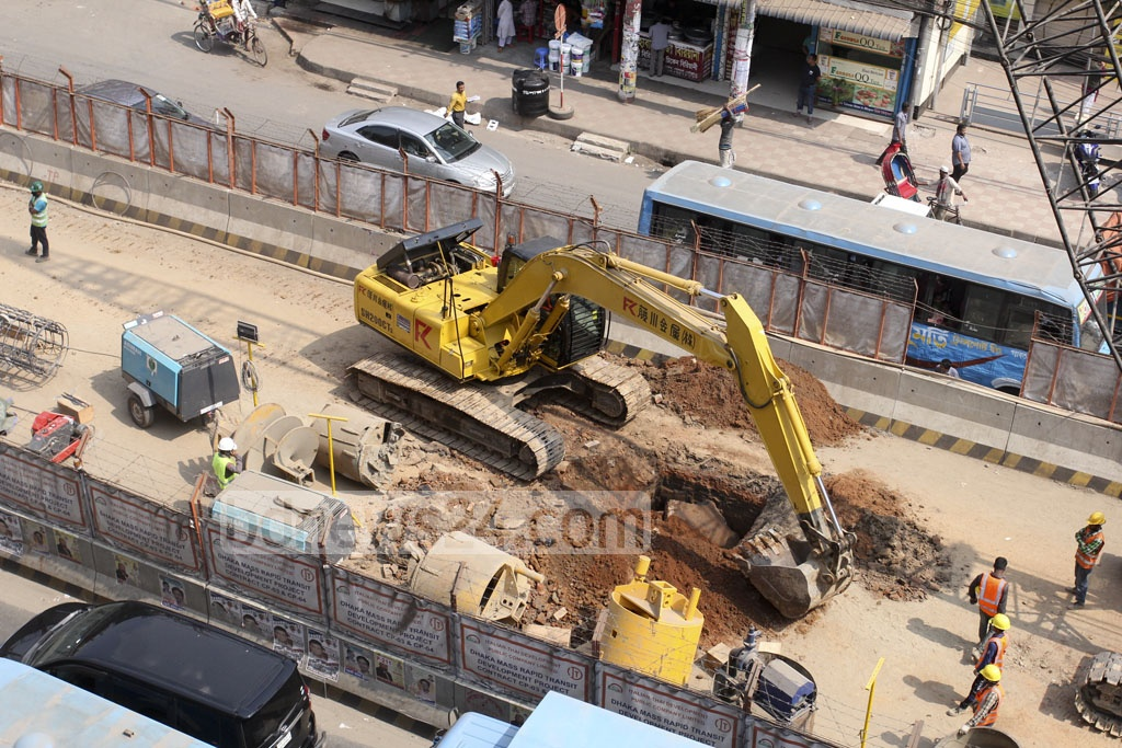 Heavy construction machinery at work on the Dhaka metro rail project in the capital's Mirpur-11 area. Photo: asif mahmud ove
