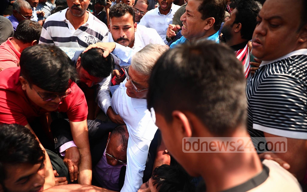 BNP Secretary General Mirza Fakhrul Islam and other senior party leaders at the sit-in demonstration on Thursday, when chaos broke out after police detained an activist forcing the party to wrap up its protests ahead of schedule.