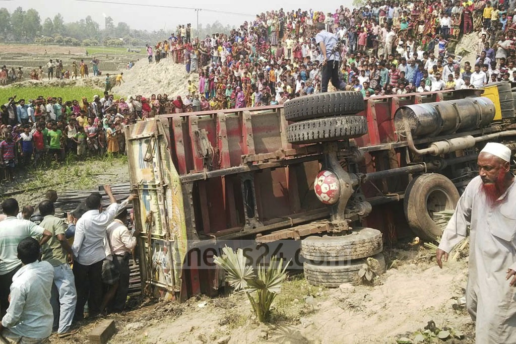 Seven people were killed after a bus veered out of control into a ditch on the side of the Dhaka-Rangpur Highway in Gaibandha's Palashbari Upazila on Saturday.