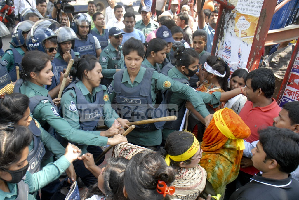 Police at Bangla Motor stop students from different universities who were marching from Shahbagh towards the Prime Minister's Office in Dhaka on Saturday to submit a memorandum demanding the maximum age to get government jobs be raised to 35 from 30.