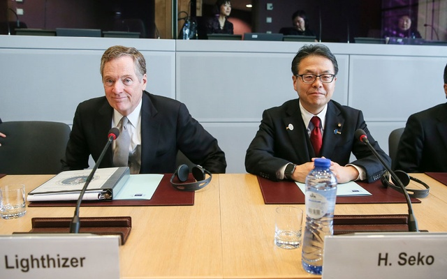 US Trade Representative Robert Lighthizer (L) and Japan's Minister of Economy, Trade and Industry Hiroshige Seko take part in a meeting with European Trade Commissioner Cecilia Malmstrom to discuss steel overcapacity, in Brussels, Belgium Mar 10, 2018. Reuters