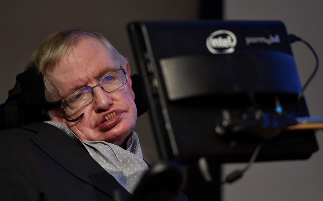 British scientist and theoretical physicist Stephen Hawking attends a launch event for a new award for science communication, called the Stephen Hawking Medal for Science Communication, in London, Britain Dec 16, 2015. Reuters