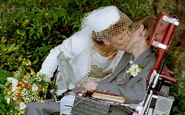 A kiss for scientist and theorist Stephen Hawking from his new bride Elaine Mason after their civil wedding Sept 15, 1995. Reuters
