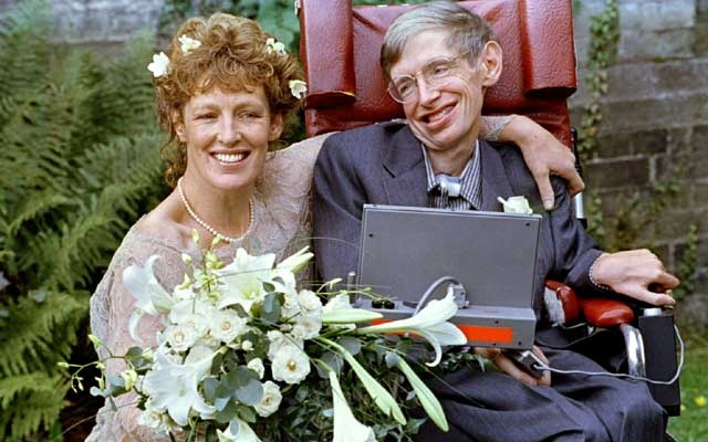 Stephen Hawking and his new bride Elaine Mason pose for pictures after the blessing of their wedding at St Barnabus Church Sept 16, 1995. Reuters