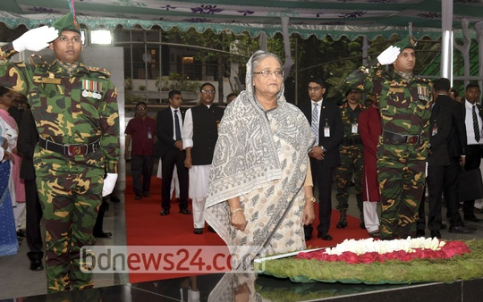 Prime Minister Sheikh Hasina pays her respects before the portrait of her father, Sheikh Mujibur Rahman, in Dhaka's Dhanmondi. Photo: Saiful Islam Kallol