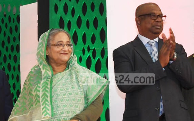 Major General Shafeenul Islam, who had been serving as the Tea Board chairman since Feb 2016, is seen with Prime Minister Sheikh Hasina in this bdnews24.com file photo.