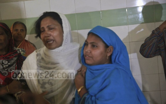 Grief-stricken relatives of US-Bangla pilot Abid Sultan's widow Afsana Khanam, who died on Friday at ythe National Institute of Neurosciences and Hospital in Dhaka, about a week after she was hospitalised with a stroke after hearing the news of her husband's death in a plane crash in Kathmandu.