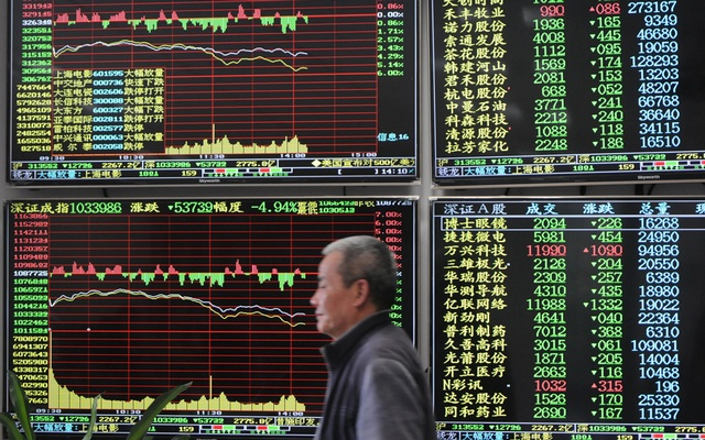 Markets extend falls as US-China trade dispute intensifies