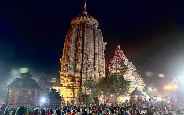 Sri Lankan Buddhist minister denied entry into Hindu temple in India