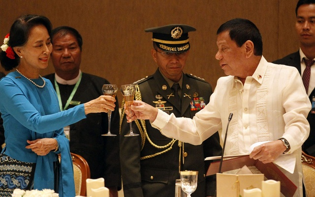 Philippines President Rodrigo Duterte attends a state dinner with Myanmar's leader Aung San Suu Kyi in Naypyitaw, Myanmar March 20, 2017. Reuters
