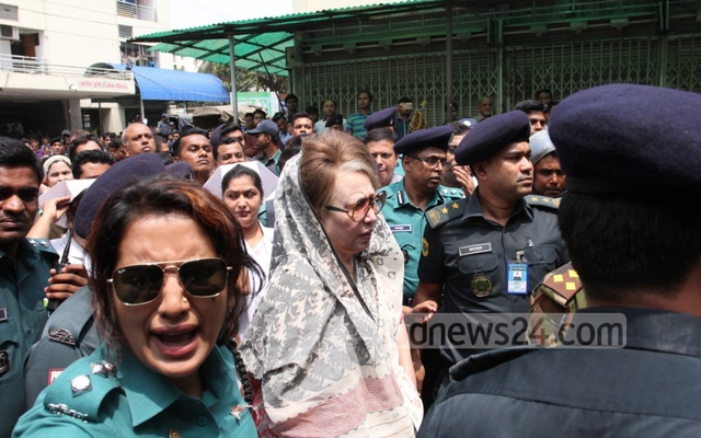 Khaleda Zia walked from the car to the lift by herself. Photo: Mahmud Zaman Ovi