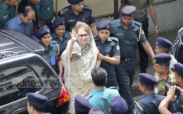 BNP chief Khaleda Zia waves to party activists as she heads back to prison after completing her medical tests at BSMMU. Photo: Mahmud Zaman Ovi