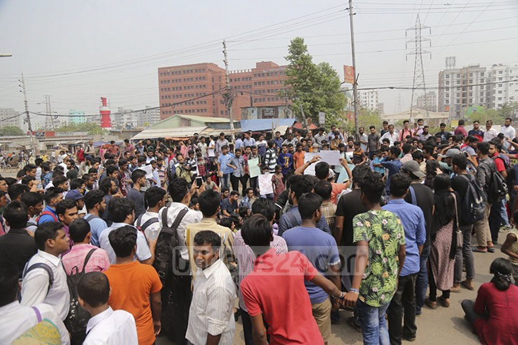 East West University students block Bir Uttam Rafiqul Islam road at Dhaka's Rampura on Tuesday demanding reforms in the quota system for appointments to government jobs. Photo: Mahmud Zaman Ovi