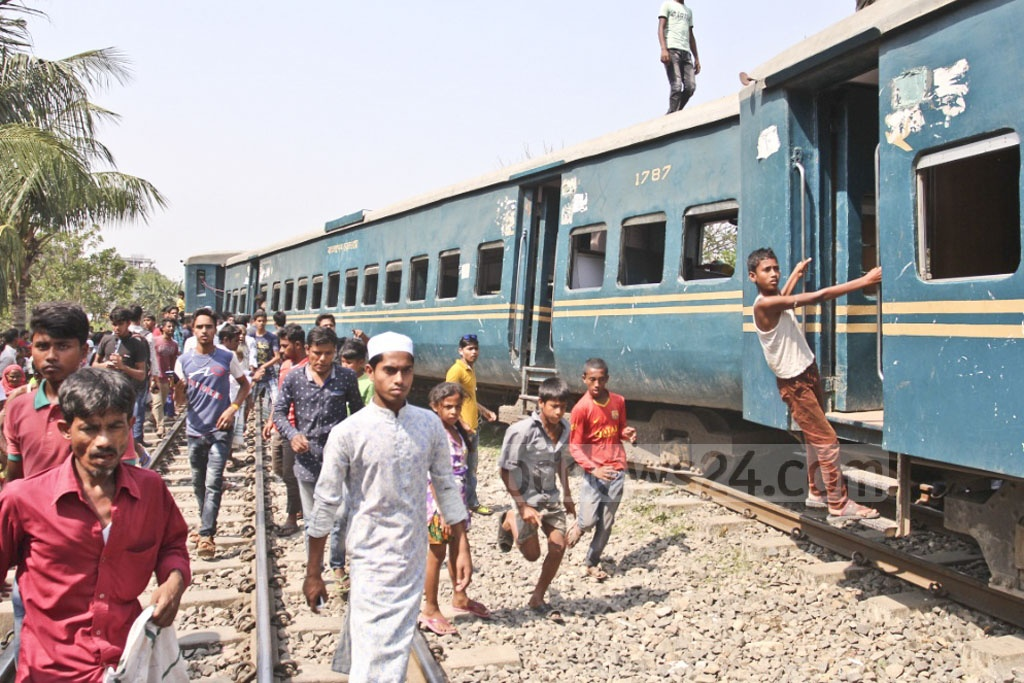 A train travelling from Jamalpur to Dhaka was involved in an accident in Tongi on Sunday, resulting in the deaths of four. Photo: Asif Mahmud Ove