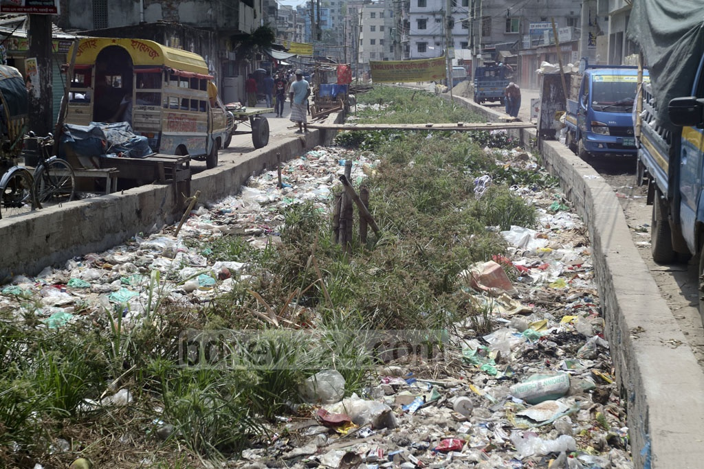 The Kutubkhali canal in Dhaka's Dolairparh is filled with garbage, mostly plastic. Residents of the area fear waterclogging in the rainy season if the canal is not cleaned. Photo: Abdullah Al Momin