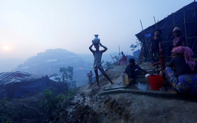 File Photo: Rohingya refugees fill their containers with drinking water from a hand-pump at Balu Khali refugee camp near Cox's Bazar, Bangladesh Oct 26, 2017. Reuters