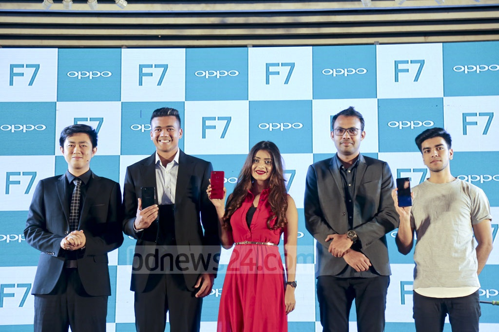 Damon Yang, managing director of OPPO Bangladesh, attends the launch of OPPO F7 handsets at Radisson Hotel in Dhaka on Tuesday. Photo: Mahmud Zaman Ovi