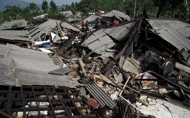 Two killed, more than 20 Injured in an quake  in Indonesia